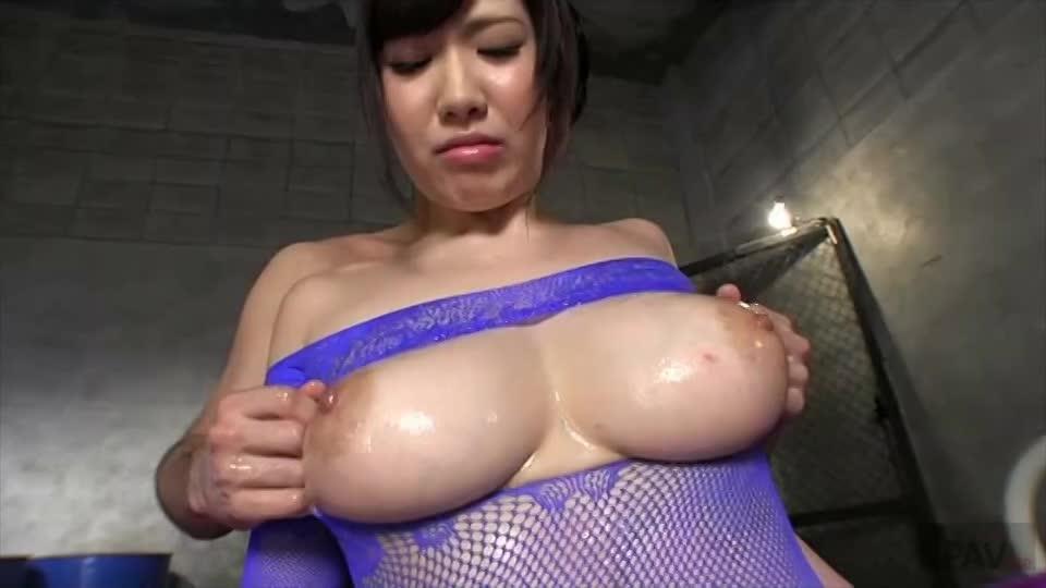 ムチムチ巨乳の美女佐山愛とローションヌルヌルで絡み合う乱交セックス!