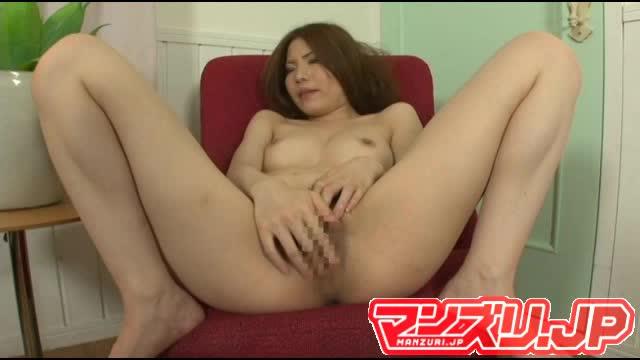 【吉倉いずみ】カメラの前で全裸M字開脚マジイキオナニー!